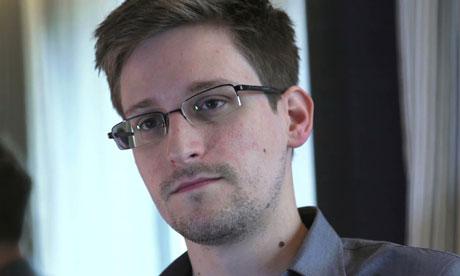 Edward Snowden, figure controversée ayant révélé les écoutes mondiales de la NSA