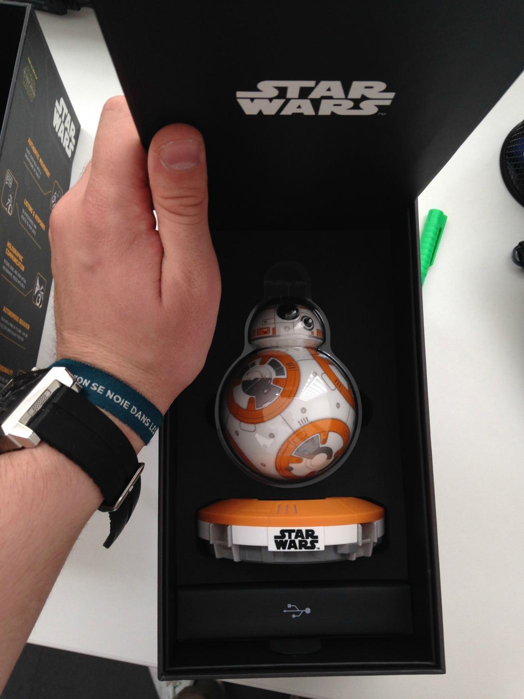 Nous avons pu mettre la main sur un BB-8... juste avant qu'il soit en rupture de stock.