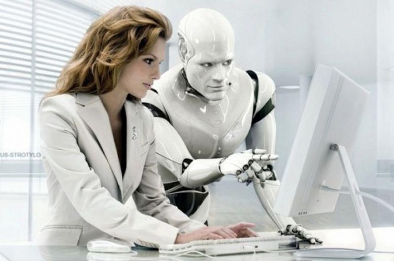 robot et femme