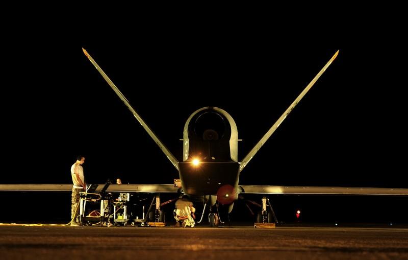drone militaire de nuit