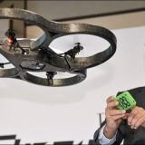 Henri Seydoux testant un drone