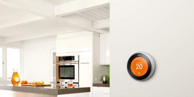 thermostat nest accroché sur le mur