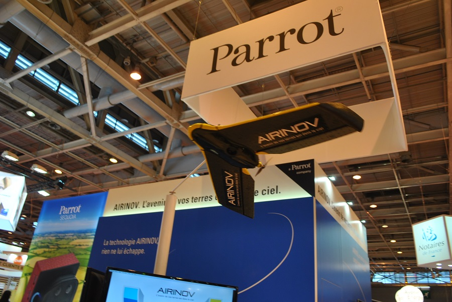 parrot stand drone agricole