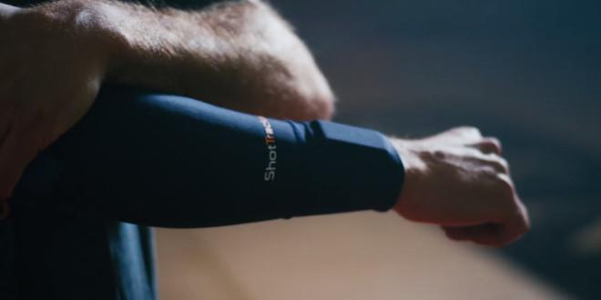 Un sportif portant un wearable Shot Tracker