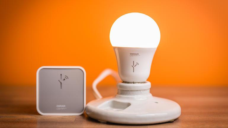 Un modèle de lampe intelligente d'Osram animation objets connectés