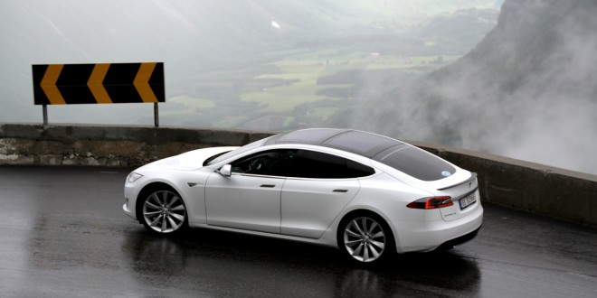 un mort en tesla s quel avenir pour la voiture autonome. Black Bedroom Furniture Sets. Home Design Ideas