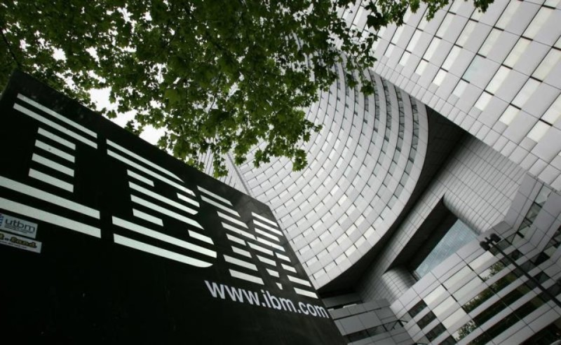 558839-le-siege-d-ibm-france-dans-le-quartier-de-la-defense-a-paris