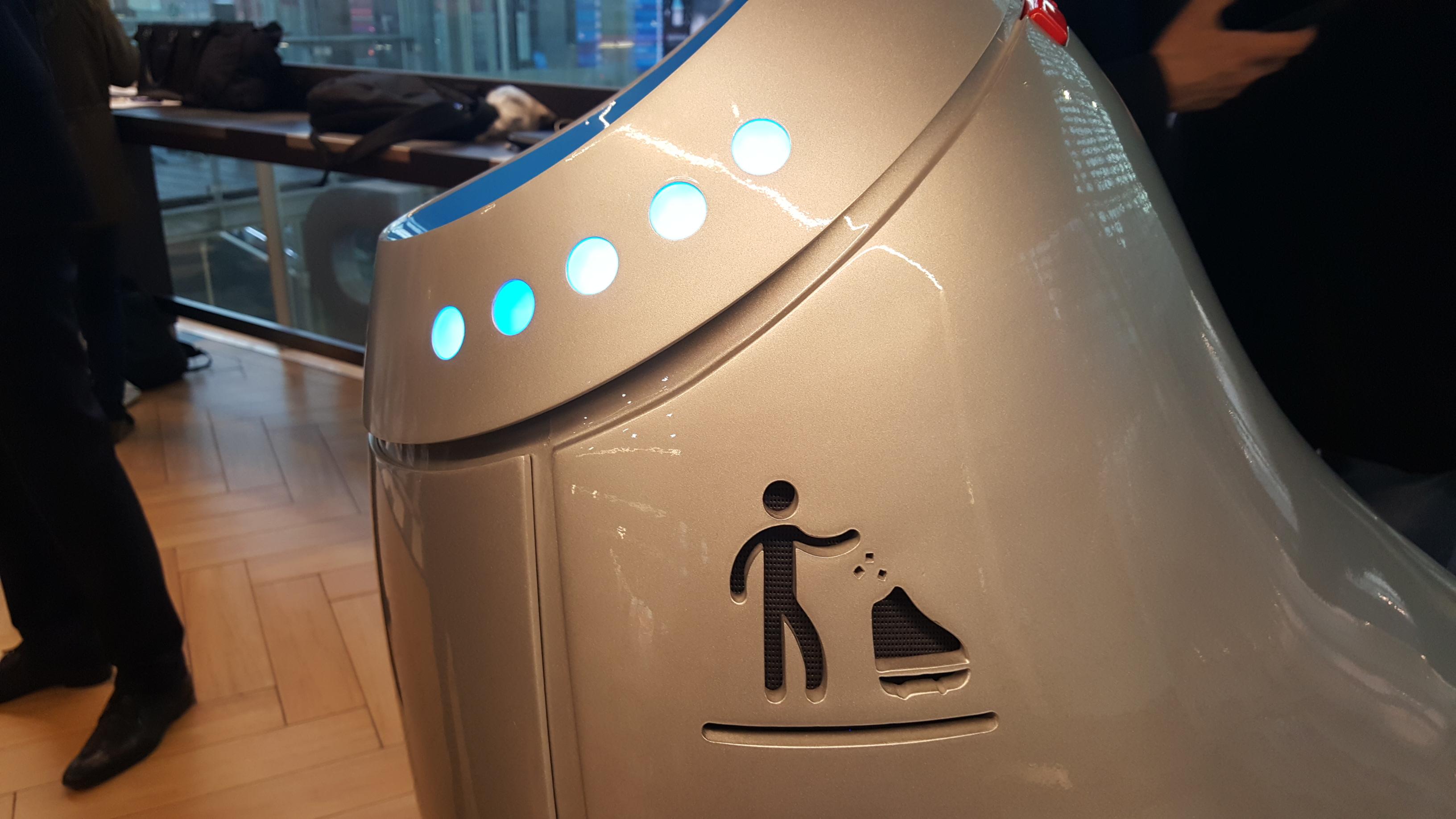 robot poubelle gros plan