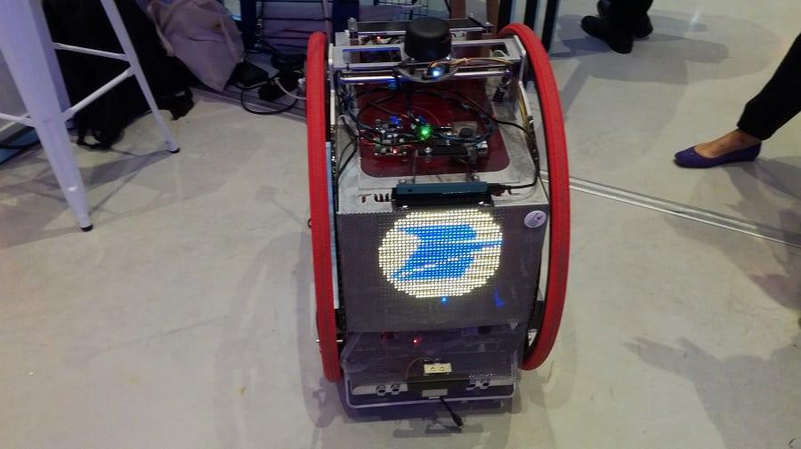 lab postal wheel r2-d2 robot autonome