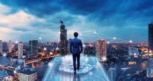 homme marche futur IoT