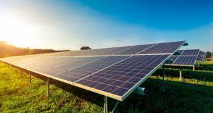 panneau solaire dans les champs