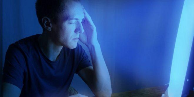 Lumière bleue : quels sont les dangers des écrans de nos objets connectés ?