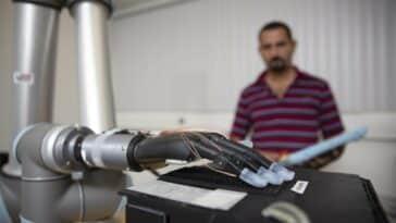 prothèses de mains sensibles