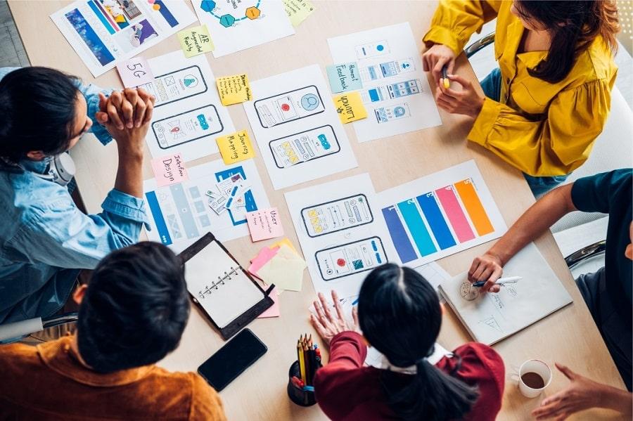 Les utilisateurs ont besoin d'un moyen de visualiser et de comprendre les données capturées par l'IoT. C'est là qu'intervient l'interface utilisateur.